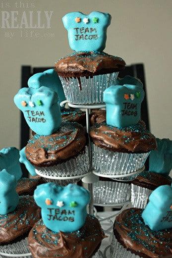 onesie_cake_pop_cupcakes