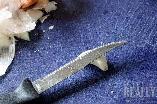 how to peel garlic cloves