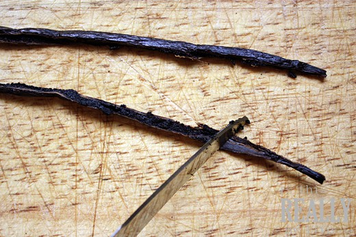 How to scrape seeds from vanilla bean