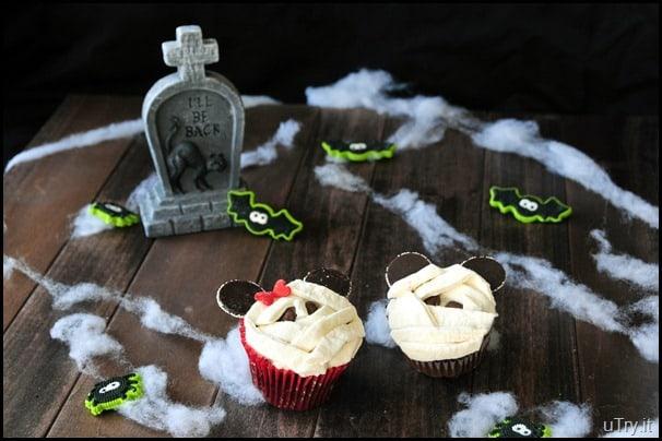 Mickey and Minnie mummy cupcakes