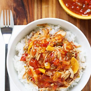 Slow Cooker Mango Chicken -- You will love this slow cooker mango chicken. It requires only 4 ingredients and takes only 5 minutes of prep. Double the recipe and freeze the leftovers! | halfscratched.com