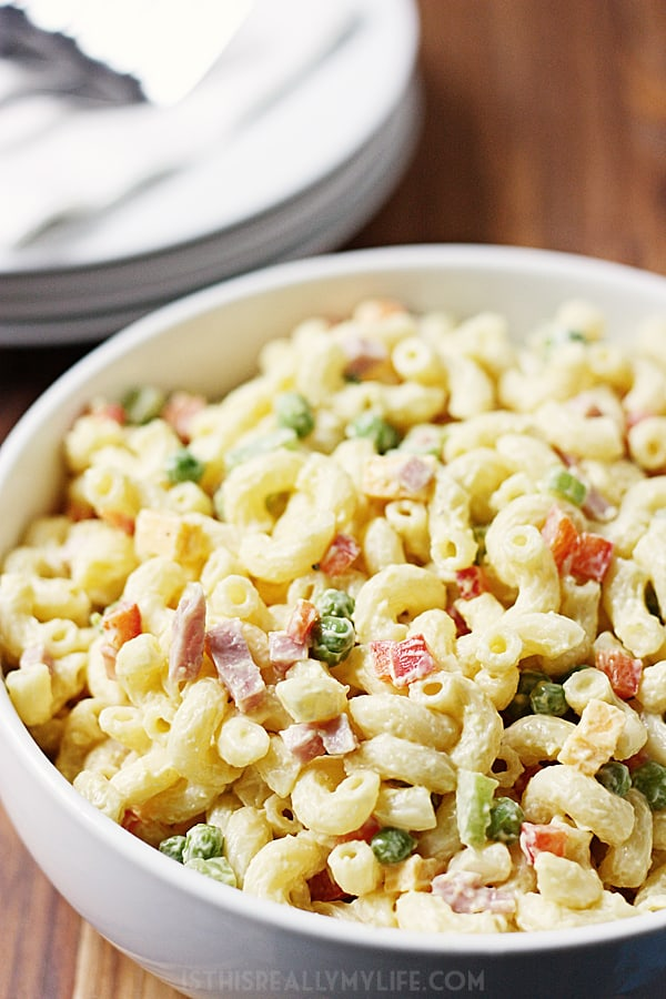 Homestyle Macaroni Salad -- A classic homestyle macaroni salad with a light, creamy dressing and the tasty addition of diced ham, red bell pepper and tomato. | isthisreallymyilfe.com