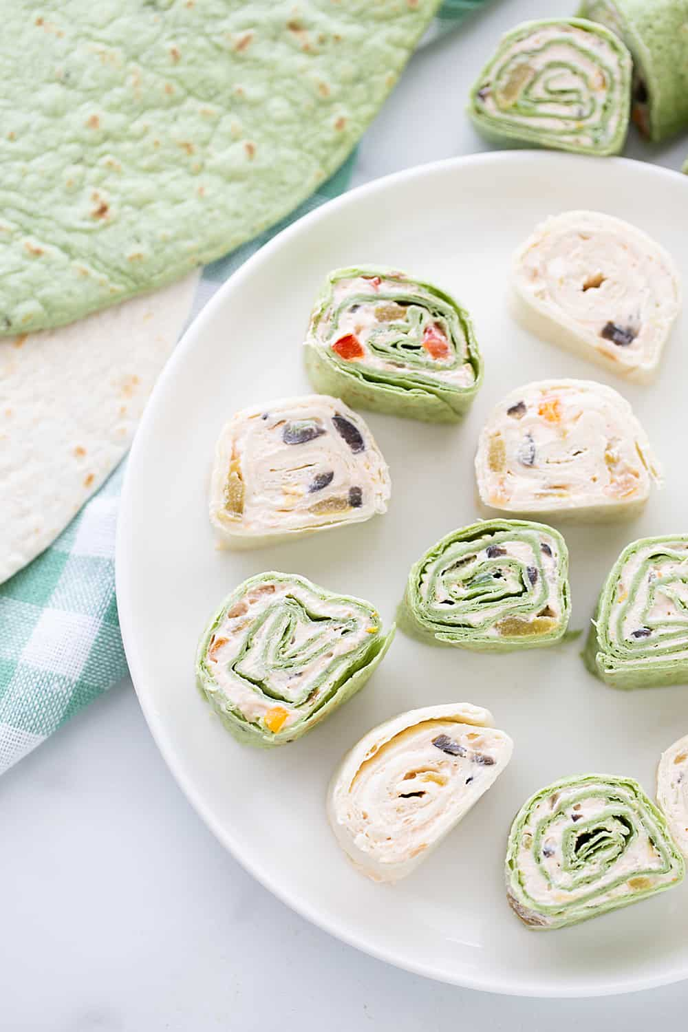 Mexican Pinwheels - Mexican pinwheels are the best appetizer! They're so eays and so flavorful. And even better, you can make them a day ahead! #appetizer #halfscratched #pinwheels #appetizerrecipe #partyfood #easyrecipe #easyappetizer #creamcheese