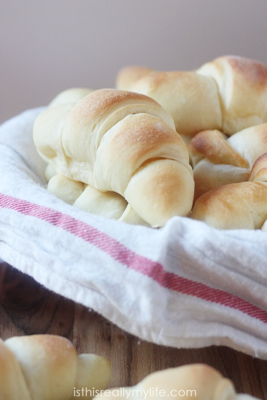 Best Dinner Rolls Recipe Ever -- truly these are the yummiest dinner rolls you will ever make. You can even use the dough for cinnamon rolls!
