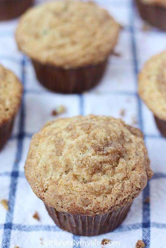 Banana Crumb Muffins -- the perfect banana muffin topped with brown sugar and cinnamon.