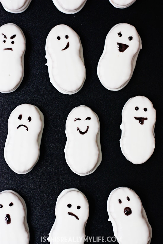 Easy last-minute Halloween treat -- Nutter Butter ghosts! Only 4 ingredients and ready in less than 15 minutes!