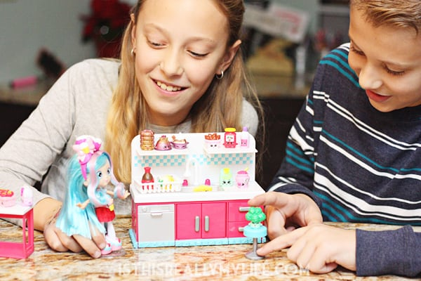 Happy Places Shopkins Decorator Pack Kitty Kitchen