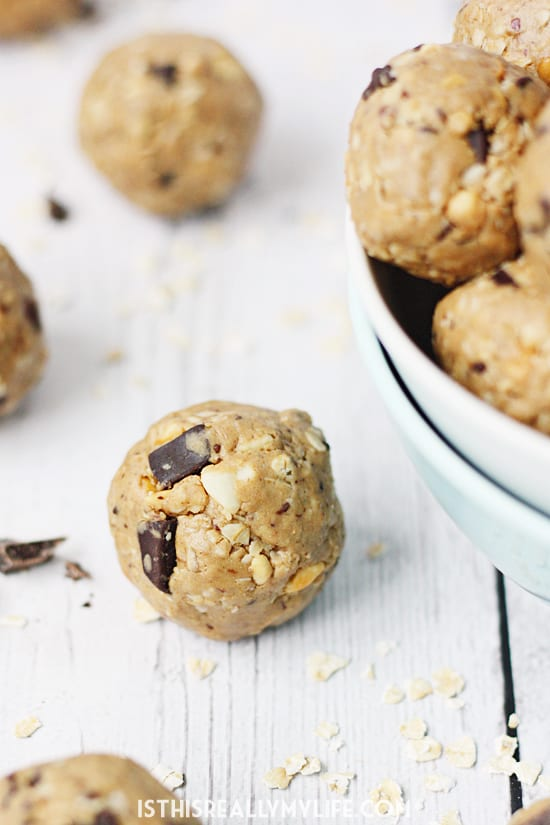 Crunchy Peanut Butter Protein Bites -- These crunchy peanut butter protein bites are some of the easiest and tastiest protein bites (aka protein balls) I have ever made! | halfscratched.com