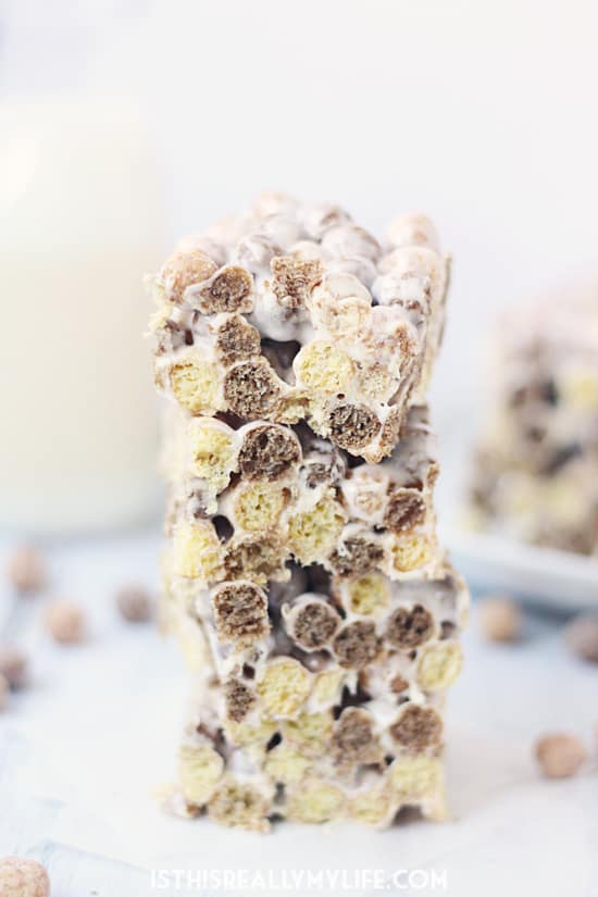 Reeses Puffs Cereal Bars -- Fans of Reeses Puffs cereal will love the chocolaty, peanut buttery, marshmallowy goodness found in these Reeses Puffs cereal bars! | halfscratched.com
