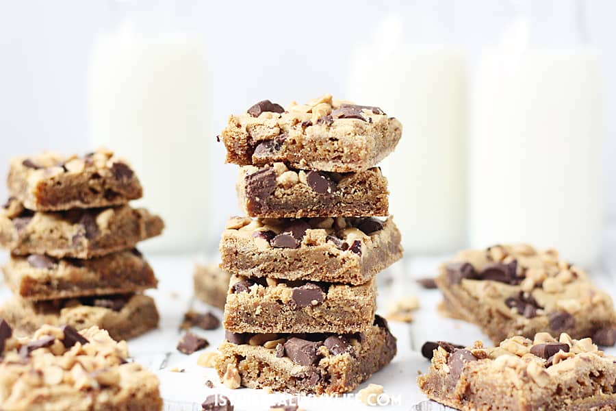 Chocolate Chunk Hazelnut Blondies - Try these soft, chewy, chocolaty chocolate chunk hazelnut blondies for a delicious twist on your traditional blondie recipe. | halfscratched.com
