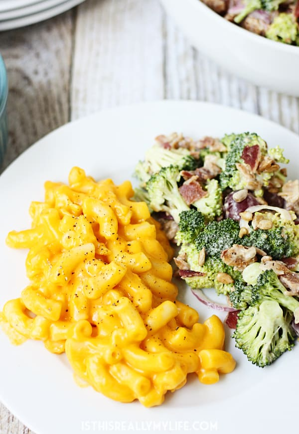 #sponsored Stouffers Macaroni & Cheese -- pair Stouffer's Macaroni & Cheese with creamy bacon broccoli salad for an easy, balanced meal! | halfscratched.com @stouffers #BalanceYourPlate #CLVR #sponsored