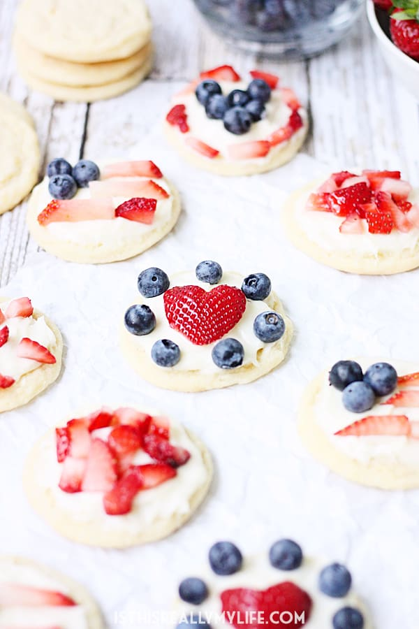 Mini Fruit Pizzas -- Mini fruit pizzas are a fun and festive dessert for the 4th of July or any celebration! Top them with berries, diced kiwi...even mandarin oranges! | halfscratched.com