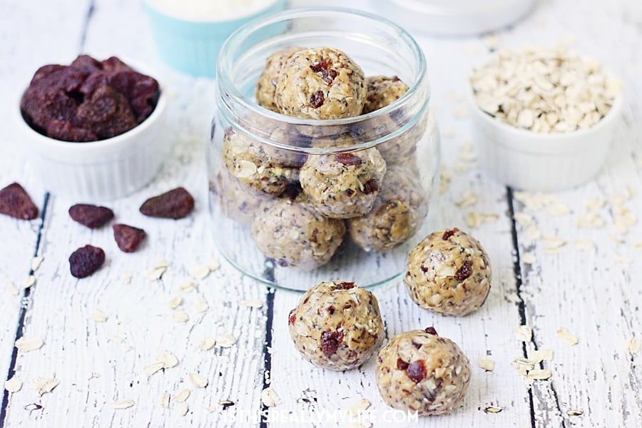 Easy PB&J Protein Balls -- PB&J protein balls are perfect for PB&J lovers looking for a healthy, protein-packed snack thanks to creamy peanut butter and diced dried strawberries. | halfscratched.com