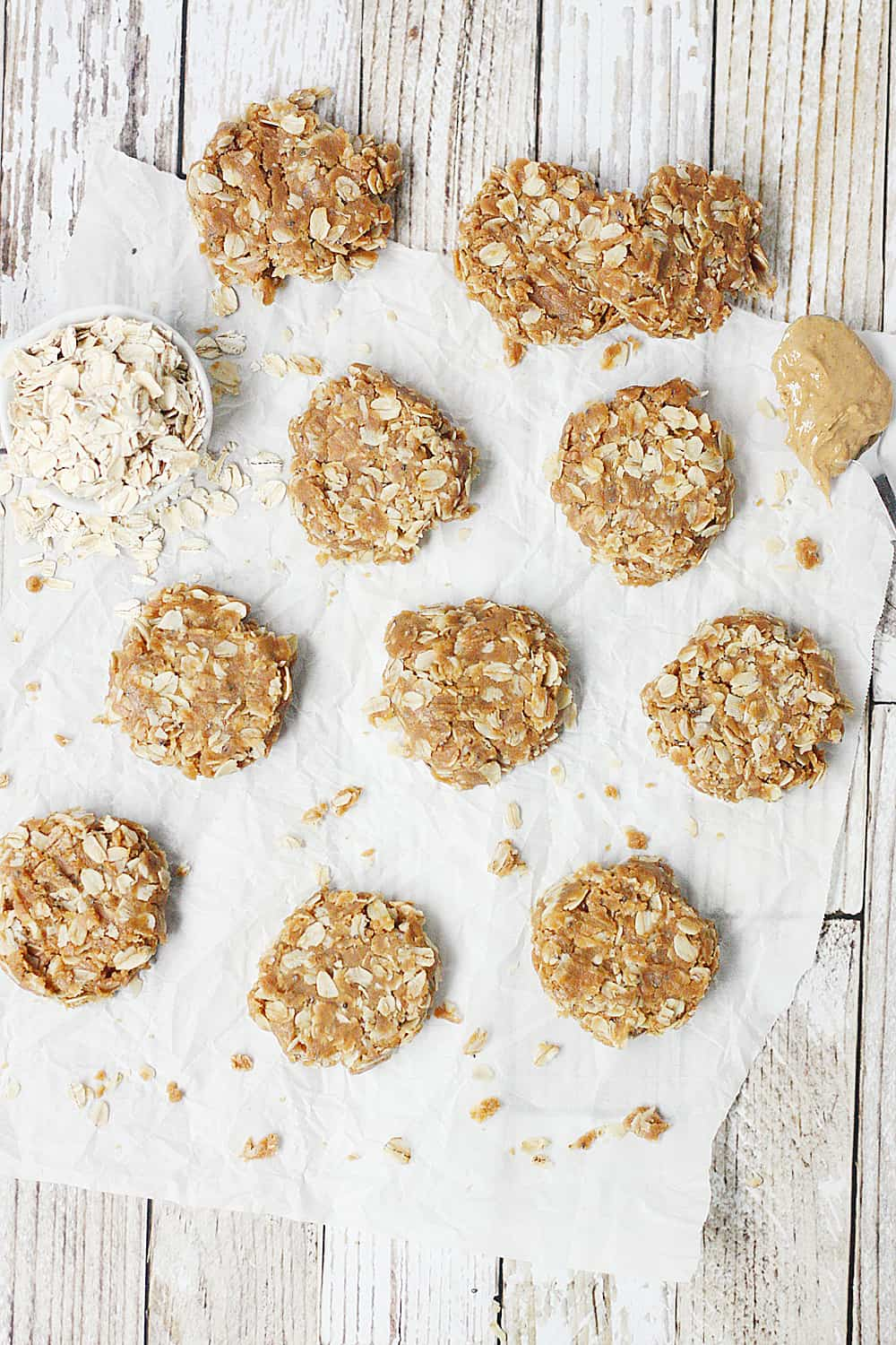 Healthy No-Bake Peanut Butter Oatmeal Protein Cookies --These healthy no bake cookies aren't packed with ingredients (only peanut butter, maple syrup, oatmeal, and vanilla protein) but they are packed with yummy flavor! They are as irresistible as they are easy! #halfscratched #nobake #cookies #healthyrecipe #oatmealcookies #peanutbutter #proteincookies #proteinbites #healthy #snack