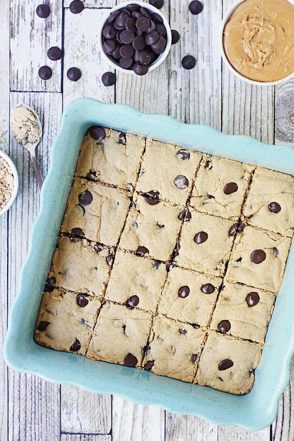 Healthy Peanut Butter Brownies with Dark Chocolate Chips -- These healthy peanut butter brownies are full of peanut butter flavor but not full of sugar and carbs. Dark chocolate chips make them even yummier! #healthy #healthyrecipe #lowcarb #brownies #healthybrownies #baking #healthybaking #halfscratched #peanutbutter #peanutbutterbrownies