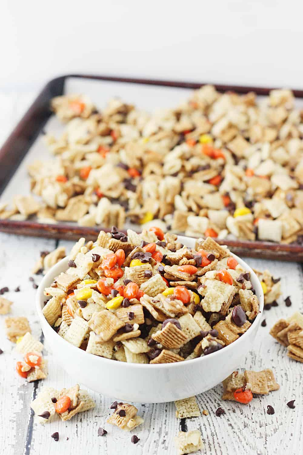Easy Harvest Chex Mix - Getting your harvest Chex mix fix is easier than you think. Thanks to this easy recipe, that sweet, peanut-buttery fall Chex mix is only a few minutes away! #chex #chexmix #harvestchexmix #fallchexmix #peanutbutter #easyrecipe #easydessert #dessert #sweet #halfscratched #CreatewithKaro #KaroSyrup #Recipeideas #ad