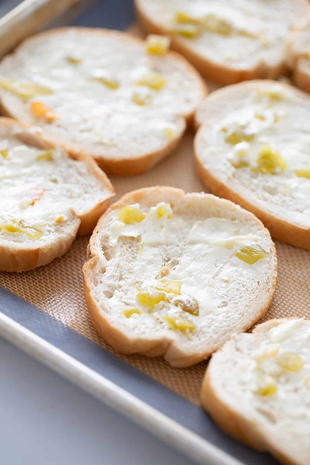 Creamy, cheesy spread with a bit of kick? Check! This zesty cheese spread is a must-have appetizer whether you're having a party of 1 or 100. | #halfscratched #appetizer #cheese #easyrecipe #hotappetizer #baking #cheesespread #easyappetizer
